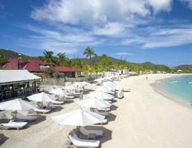 Ostrov Sv. Bartoloměj s hotelem Eden Rock - pláž