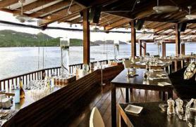 Ostrov Sv. Bartoloměj s hotelem Eden Rock - restaurace