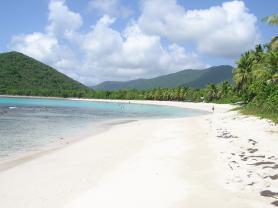 Písečná pláž na ostrově Tortola