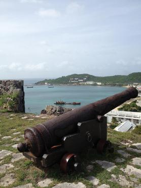 Ostrov Svatý Martin - dělo v pevnosti Fort Louis