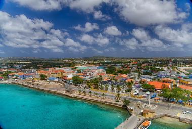 Hlavní město Kralendijk ostrova Bonaire